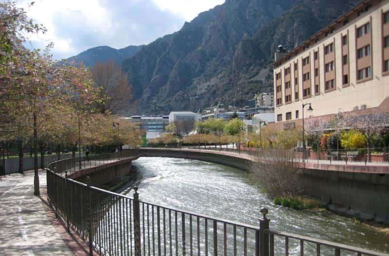 Imagen seleccionada para: vivir en Andorra